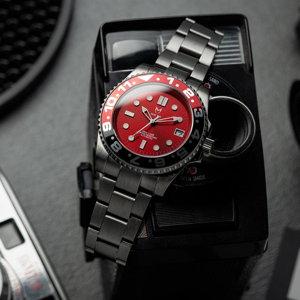 Automatic - Grau & Rot